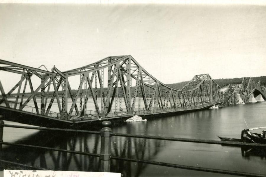 Dawny Włocławek - Wysadzony most 1945 r.