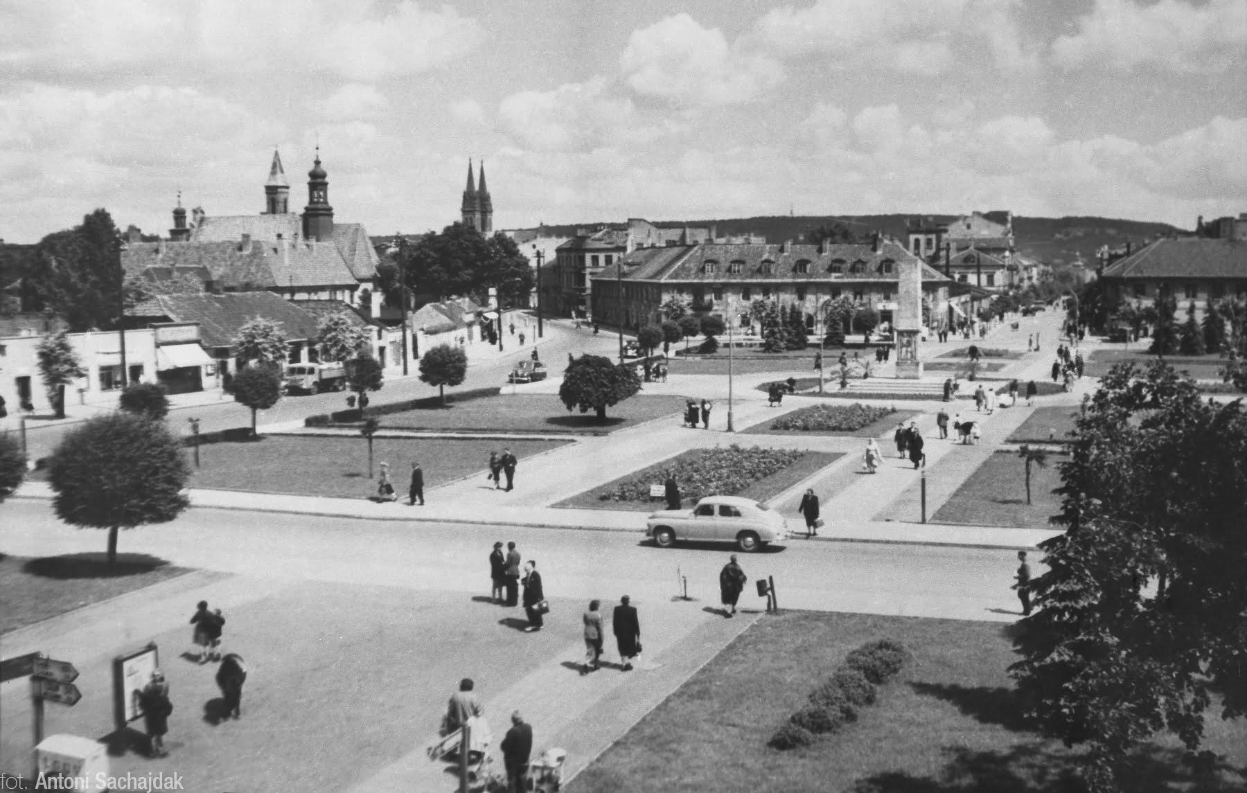 Plac Wolności na średnim formacie